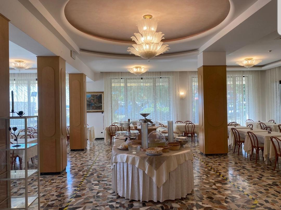 Ristorante e Sala Colazioni Hotel Adriatica sul lungomare