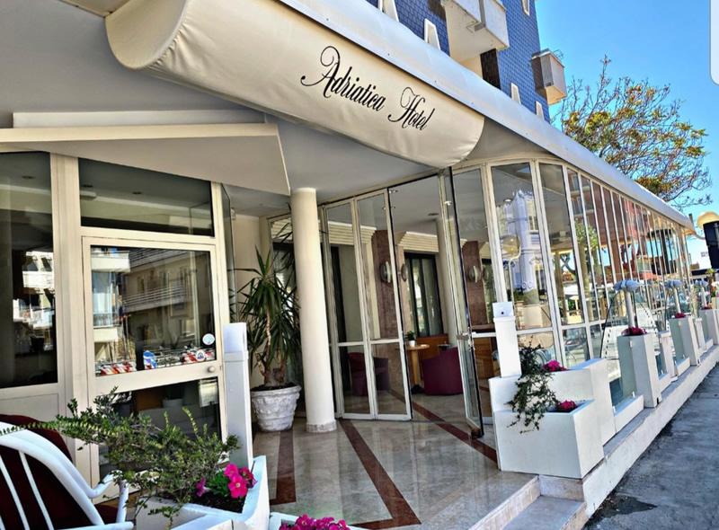 Hotel Adriatica a Viserba fronte mare