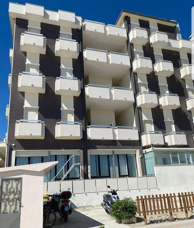 Hotel Adriatica a Viserba, fronte mare